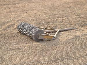 Crumbler_roller_on_a_field_near_Karkur