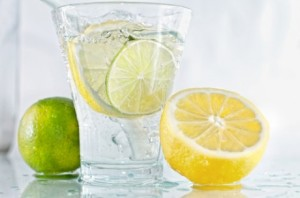 Glass-of-water-with-lemon-and-lime