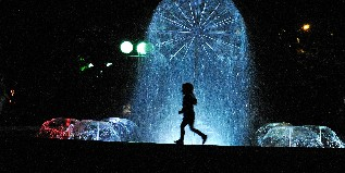 little-girl-playing-by-the-fountain-317x159